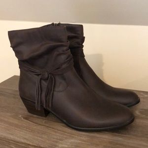 Women's Wear Ever Boots Size 9 (New)